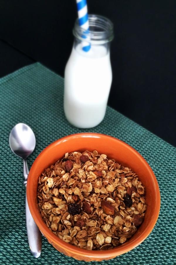 Almonds and Raisins Granola